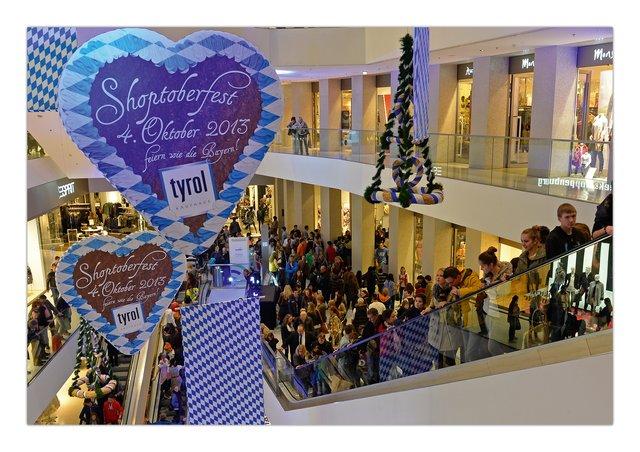 1c04352e31 6504300 main shoppingnight tirolissimo 2014.jpg.640x0 q85 crop